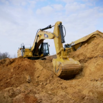 Cat 375 F video clip loading trucks